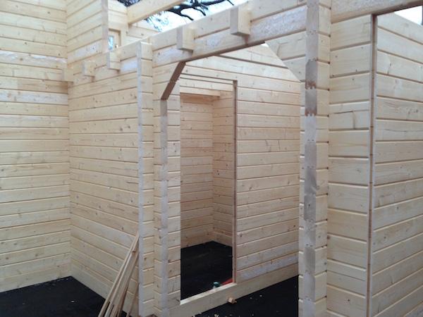 Gartenhaus-Aufbau Schritt für Schritt, Blick in den Rohbau